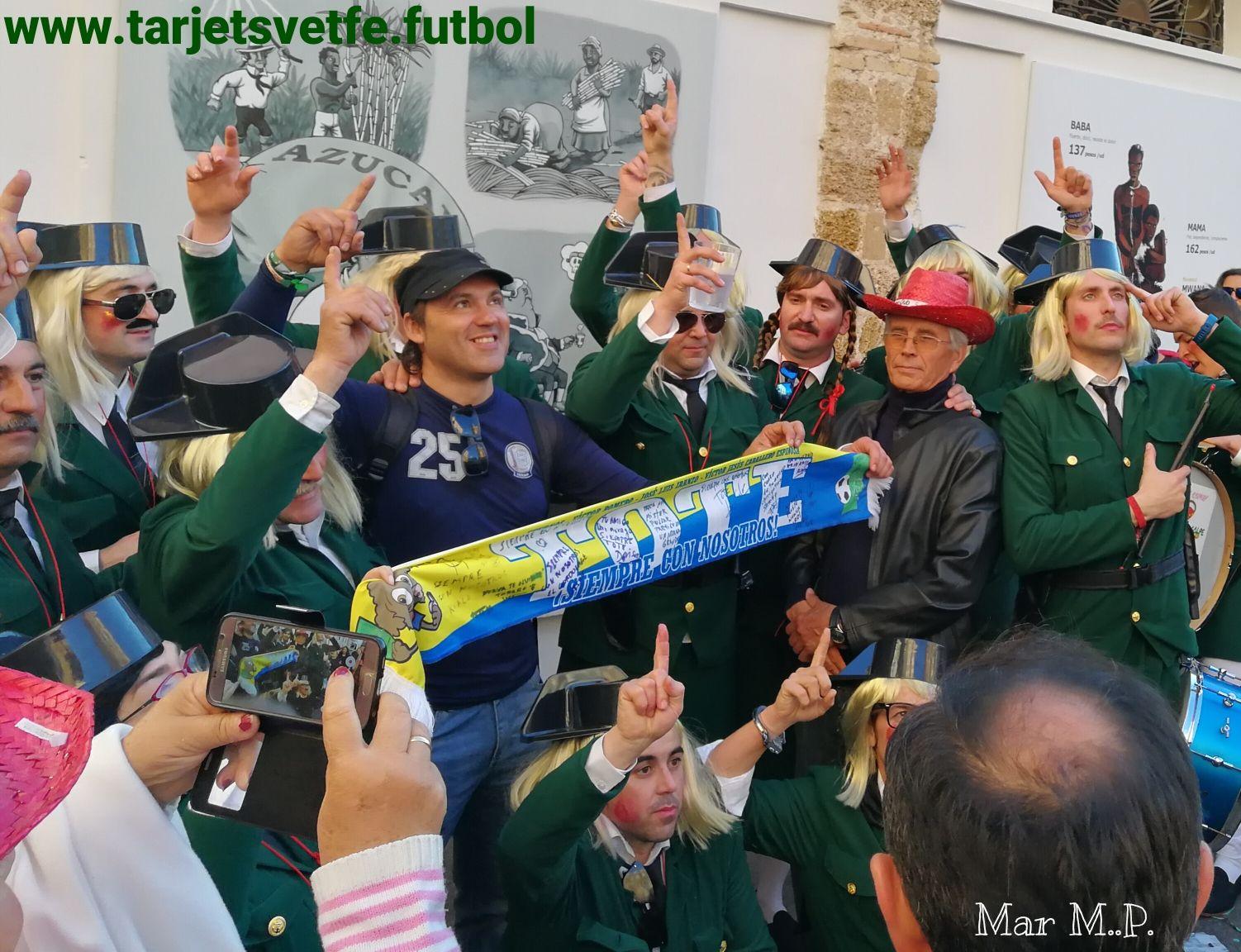 Bufanda personalizada homenaje a Tote